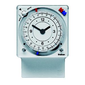 SUL 289 h, Zeitschaltuhr mit Stecksockel 24 Std./7T. mit Gangreserve, Front 72x72 mm