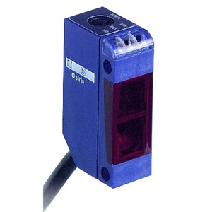XUM-Optoe. Sensor, Universal, Sn 0-10m, 12-24 V DC, 2m Kabel