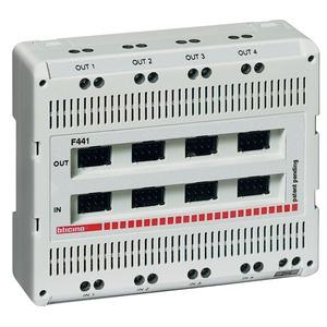 Reiheneinbau Audio/Video Mixer mit 4 Eingängen und 4 Ausgängen, Anschluss für Netzgerät, 6 TE DIN