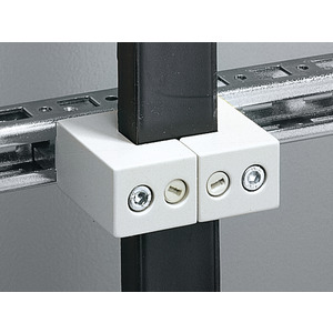SV 3079.000, Universalhalter für lamellierte Kupferschienen 20x5 bis 63x10 mm, Preis per VPE, VPE = 3 Stück
